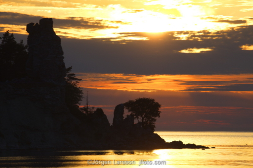Jungfrun Lickershamn Gotland Sweden Sunset Rauk