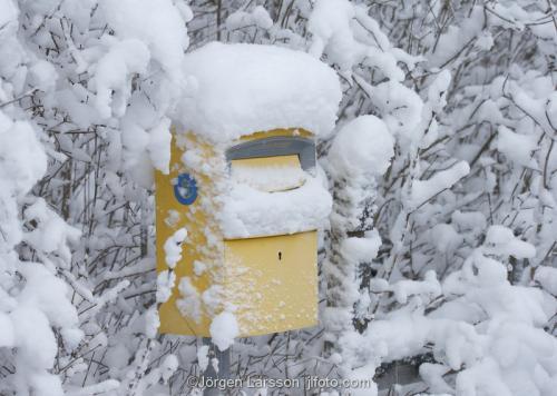 Brevlåda vinter snö post postlåda