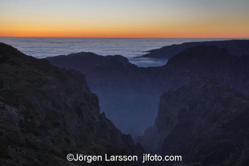 Madeira  Portugal Pico de Arierosolnedgång, sunset, berg moln, clouds