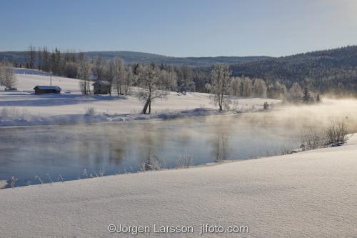 Härjedalen vinter Sverige Älv Kyla kallt snö