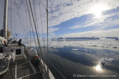Segelbåt Fjordlandskap