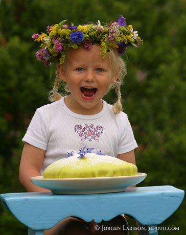 Flicka med tårta