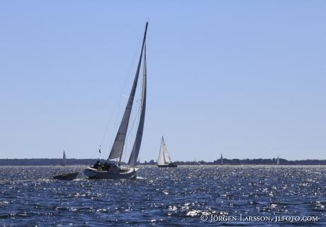 Segelbåt i Misterhults sjärgård Sverige